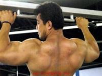 背肌训练动作:引体向上