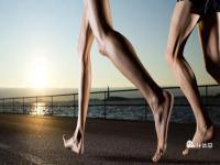 适合跑步前热身和防止受伤的12个动作